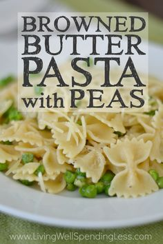 Browned butter pasta with peas Need a budget-friendly meal you can pull together FAST? This deliciously simple browned butter pasta with peas whips up in less than 20 minutes using just 5 easy ingredients you probably already have on hand! Pea Recipes, Veggie Recipes, Italian Recipes, Cooking Recipes, Meatless Recipes, Cooking 101, Veggie Meals, Fast Recipes, 5 Ingredient Dinners