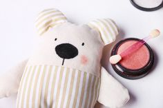 Hajánek - šitá hračka | Korálky.stoklasa.cz Projects To Try, Pillows, Sewing, Toys, Creative, Handmade Rag Dolls, Simple Crafts, Bunny, Craft Ideas