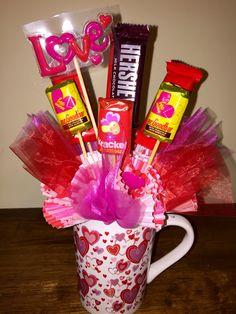 Valentine candy mug I put together. for girlfriend candy Candy Bouquet Diy, Valentine Bouquet, Diy Bouquet, Bouquets, Valentine Gift Baskets, Valentines Mugs, Valentine Crafts, Valentine Ideas, Pinterest Valentines