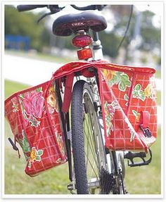 Oilcloth Bike Panniers, to carry your shit around in style during the zombie apocalypse. Cycle Saddle Bag, Sewing Crafts, Sewing Projects, Bicycle Panniers, Laminated Fabric, Bike Bag, Vintage Sewing Machines, Diy Purse, Bike Style