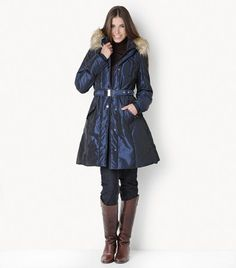 Long fitted waist coat     DESCRIPTION    Fitted waist A-line glossy coat with belt, practical side pockets with lids and detachable real fur hood. Ideal for the winter as it offers protection from the cold with the elastic cuffs and the zipper partlet for double closure.
