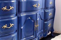Before and after of French Provincial buffet/dresser using Benjamin Moore's Advance High Gloss in Admiral Blue Hardwood Furniture, Painted Furniture, Rental Makeover, French Provincial Dresser, Painted Buffet, Blue Dresser, Paint Designs, Dining Room Table, Diy Painting