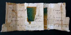 Jouer avec le temps XXI (intérieur pages 1, 2, 5) by Francine Vernac  -   Collages, pliage, empreintes, encre  Textes écrits à la main 2013 #artists_book