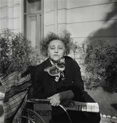 Colette by Gisèle Freund, 1954 Vanessa Bell, James Joyce, Photographs Of People, Vintage Photographs, Roman, People Of Interest, Book Writer, Portraits, French Photographers