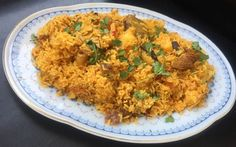 Memoni Akhni – Mutton With Rice Rice Recipes, Side Dish Recipes, Gourmet Recipes, Healthy Recipes, Gujarati Recipes, Indian Food Recipes, Ethnic Recipes, Rice Side Dishes, Biryani Recipe