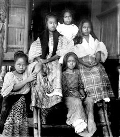 A Group of Filipino girls in Manila early 20th century