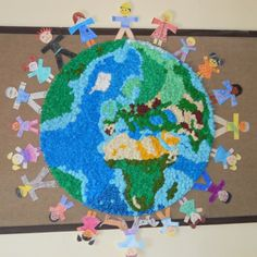 a Preschool Art Projects, Collaborative Art Projects, Classroom Art Projects, Art Classroom, Recycled Art Projects, Recycled Crafts, Diy And Crafts, Earth Day Activities, Holiday Activities