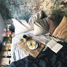earlier today when I started my day with breakfast in bed the delicious green smoothie and coffee gave me so much energy! by ezgipolat