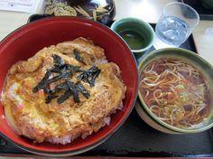 厚別南1『葵』カツ丼セット でかい器にたっぷりのご飯とカツ!蕎麦は更科系なので、早く食べないと伸びます。。。  Google+