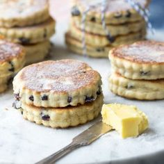 Perfectly buttery Welsh Cakes, packed with spices and raisins, and dusted with caster sugar. These are best enjoyed warm off the griddle. Keto Cream Cheese Pancakes, Mini Pancakes, Easy Cake Recipes, Brunch Recipes, Dessert Recipes, Desserts, Welsh Cakes Recipe, Simple Muffin Recipe, Pastry Blender