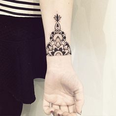 Merci Alexandra :) #mandala #tattoo #violette #bleunoir #bleunoirtattoo…