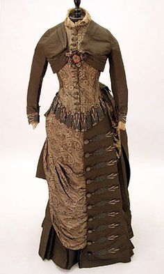 Dark brown 1883 Victorian gown with contrasting panels on the skirt. It's hard to think this is genuine, and not a modern Steampunk creation! Steampunk Costume, Steampunk Clothing, Steampunk Fashion, 1880s Fashion, Victorian Fashion, Vintage Fashion, Gothic Fashion, Victorian Gown, Victorian Steampunk