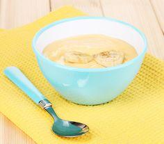 Petite compote banane poire pour bébé. Plus de recettes pour bébé sur www.enviedebienmanger.fr/idees-recettes/recettes-pour-bebe