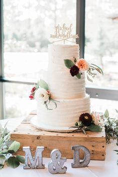 We love this cake table decor.  Allison Tucker Photography