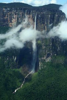 Angel Falls , Venezuela, 979 metres feet) Angel Falls is the world's highest waterfall. Angel Falls – spills from the Auyantep. Angel Falls Venezuela, Places To Travel, Places To See, Travel Destinations, Paradise Falls, Les Continents, All Nature, Beautiful Places To Visit, Africa Travel