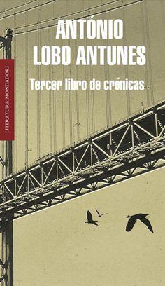 """TERCER LIBRO DE CRÓNICAS. - Este Tercer libro de crónicas reúne algunas de las crónicas que António Lobo Antunes escribió entre 2002 y 2004. El oficio de escritor y las dudas que lo asaltan (""""¿seré capaz?""""), su estancia en Angola, la infancia """"en una casa con una acacia"""", la familia  (""""estos seres extraños en los que se prolongan nuestras facciones""""), el amor, lo efímero y lo eterno son algunos de los temas recurrentes de sus novelas..."""
