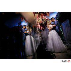 A paixão eterna por reflexos ❤❤ . . . . . . . . ❤  #fotografia #fotografiadecasamento #fotografiadecasamentocuritiba #casamento #casamentocuritiba #noivos #noiva #wedding #weddingbrasil #vestidodenoiva #weddinginspiration #photografy #weddingdress #weddingandlove #weddingphotografer #weddingday #weddingphotografy #weddingpics #photos #photografer #vestidadenoiva #noivadoano #noivascuritiba #weddingidea #inesquecivelcasamento #weddinginspiration #noiva2017 #fotografiacasamento #foto
