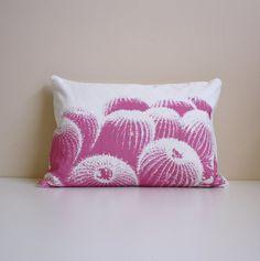 Hoi! Ik heb een geweldige listing gevonden op Etsy https://www.etsy.com/nl/listing/152762019/barrel-cactus-pillow-pink-white