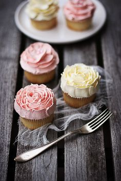 Buttercream roses by Call me cupcake