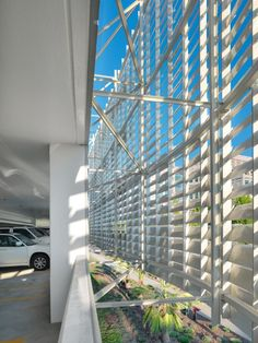 UC Davis Medical Center Parking Structure III by Dreyfuss & Blackford Architects @ Sacramento, United States