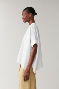 OVERSIZED LOOSE-FIT TOP - white - Shirts - COS NL Oversized White Shirt, Loose Fitting Tops, Models, White Shirts, Colorful Fashion, Trousers Women, Workout Tops, Warm Weather, Women Wear
