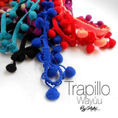 """Esta vez diseño nuevos collares y pulseras en tela trapillo con un estilo """"Wayúu"""", muchos colores en borlas y pompones como los usados en sus bolsos tradicionales """"susu"""". #accesorios #trapillo #wayúu"""