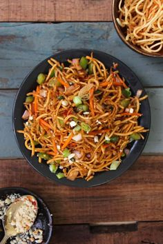 Chinese Bhel is a delicious Indo-Chinese style street food. Crispy fried noodles are served as Chinese chaat or a crunchy salad. Rajma Masala Recipe, Bhel Recipe, Chinese Bhel, Chinese Food, Fun Food, Good Food, Indian Food Recipes, Ethnic Recipes, Noodle Salad