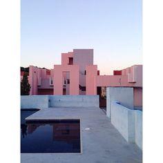La Muralla Roja, Ricardo Bofill / Instagram photo by @nachoalegre