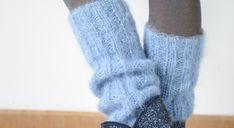 Ces guêtres en mohair au bleu éclatant sont réalisées en côtes 2/2 et sauront mettre en valeur un collant ou un legging un peu sobre. Taille : 25 x 35 cm Fournitures – Qualité Kid Mohair ...