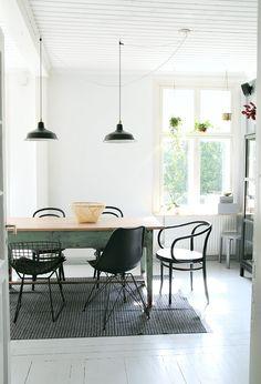 musta muovimatto Kitchen Dining, Dining Room, Dining Table, Indoor, Flooring, Chair, Bon Appetit, Modern, House