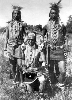 Edward Wolf Lies Down, Leo Bad Horse, Bird Far Away - Crow Indians - No date - Photographer not known. Native American Images, Native American Tribes, American Indian Art, Native American History, American Indians, Navajo, Art Afro, Crow Indians, Black Indians