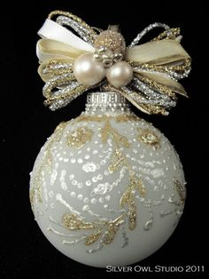 Nice topping for hanger Beaded Christmas Ornaments, Painted Ornaments, Christmas Items, Handmade Christmas, Christmas Tree Ornaments, Christmas Crafts, Decorating Ornaments, Elegant Christmas, Beautiful Christmas