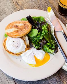 How to Poach an Egg - There are several ways to make poached eggs, but the most basic method just requires a pan, some water and a slotted spoon. Egg Recipes, Brunch Recipes, Breakfast Recipes, Cooking Recipes, Breakfast Ideas, Blue Jean Chef, How To Make A Poached Egg, Egg Dish, Poached Eggs