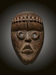 - DAN MASK - Lot 29 - Estimate: €1000 - €1500 - Find all details for this object in our online catalog! Lot 29, Ivory Coast, Dan, Auction, Statue, Catalog, Brochures, Sculptures, Sculpture