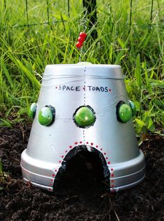 This is so cute! I think I have to make one    Gardening Without Skills: Space Toads - a How-To guide