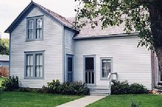 Ingalls house on Third Street in De Smet, South Dakota in 1887 vintoningallshouse.jpg (400×265)
