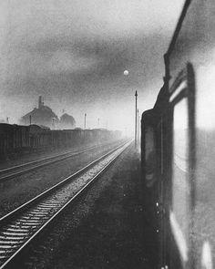 """Вероника Шелленберг   """"Сургуч на свитке времен прочен только на вид. Мчится поезд, а в нем один-то вагон стоит.""""  Авторка фото неизвестна"""