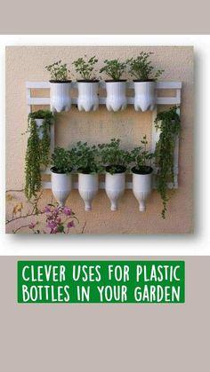 Uses For Plastic Bottles, Plastic Bottle Flowers, Plastic Bottle Crafts, Plastic Craft, Terrace Garden, Garden Planters, Garden Art, Diy Garden Projects, Wood Projects
