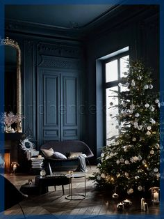 Affordable Christmas Decor you HAVE to see — House of Valentina Black And White Interior, White Interior Design, Home Interior, Christmas Colour Schemes, Christmas Colors, Dark Christmas, Christmas Decor, Zara Home Christmas, Christmas Tree