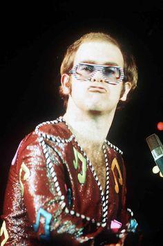 30 Flamboyant Stage Costumes of Elton John During the ~ vintage everyday Bob Mackie, Elton John Glasses, Sherlock, Elton John Costume, Captain Fantastic, Crazy Costumes, Vintage Bob, Carol Burnett, Tina Turner