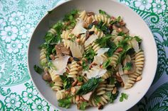 Pasta met spinazie, pijnboompitten en champignons by Mme Zsazsa, via Flickr