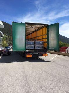 Der LKW liefert Ihnen Ihren neuen Industrieboden bis vor Ihre Haustür- natürlich nur wenn Sie dies wünschen ;-) Garage Boden, Trucks