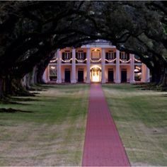 i love these southern plantation homes