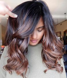 Long Wavy Ash-Brown Balayage - 20 Light Brown Hair Color Ideas for Your New Look - The Trending Hairstyle Hair Color Balayage, Ombre Hair, Strawberry Blonde Hair Color, Beauty And Fashion, Latest Fashion, Spring Hairstyles, Formal Hairstyles, Wedding Hairstyles, Haircut And Color