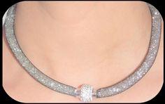 Collar Stardust Color Negros, Blanco y Gris. $22.990