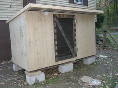 """Hinkel Haus"" made of pallets & recycled wood pickets - BackYard Chickens Community"