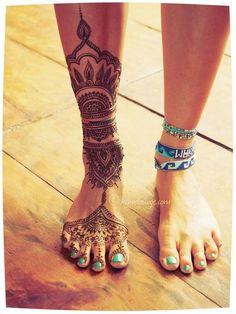 leg/ankle/foot women's jewellery style tattoo