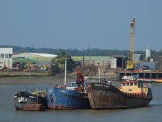 https://flic.kr/p/f4gVGh   Ships moored in the river medway at Rochester [shared]
