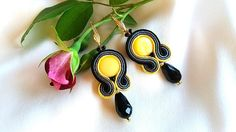 Earrings made in soutache technique with pearl beads, crystals, toho beads, leather finish. Yellow Earrings, Drop Earrings, Soutache Earrings, Trending Outfits, Unique Jewelry, Handmade Gifts, Etsy, Fashion, Kid Craft Gifts