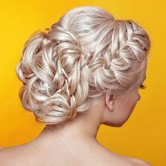 Geflochtener Haarkranz mit Haarknoten
